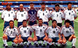 SELECCIÓN DE BULGARIA - Temporada 1995-96 - Trifon Ivanov, Yordan Lechkov, Borislav Mihailov, Zlatko Yankov, Emil Kostadinov y Luboslav Penev; Radostin Kishishev, Ivaylo Yordanov, Hristo Stoichkov, Tzanko Tzvetanov y Krassimir Balakov - BULGARIA 1 (Stoichckov) RUMANÍA 0 - 13/06/1996 - Eurocopa de 1996, fase de grupos - Newcastle, Inglaterra, St. James Park